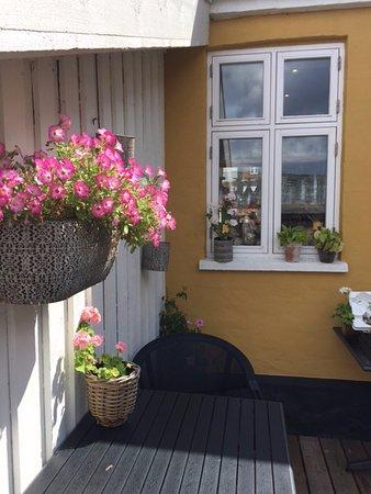 Skælskør, Danmark: hygge på terassen