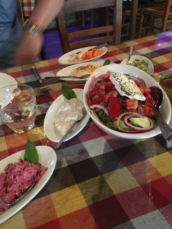 Koloni, Cyprus: Lovely dips and tasty salad!
