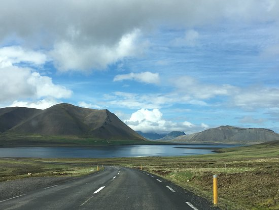 Bifrost, Islandia: Road to Kirkjufell from crater