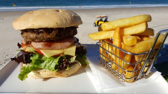 Palm Beach, Australia: Palmy Surf Burger and a healthy side of chips!