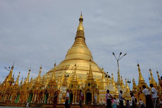 Shwedagon Pagoda: photo3.jpg