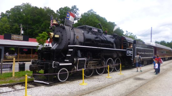 Great Smoky Mountains Railroad: Waiting at Bryson City