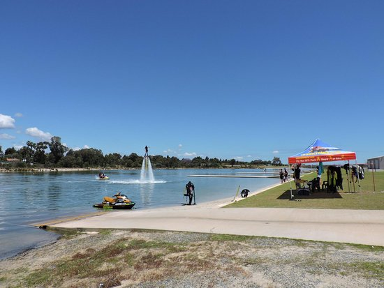 Armadale, Australia: Inland waterway with no sharks,  hyot showers available and easy parking