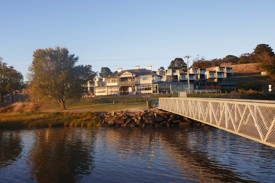 Rosevears, Australia: Hotel from the Tamar River