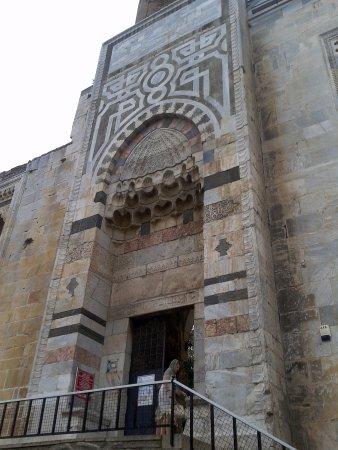 Isa Bey Mosque: Вход во внутренний двор