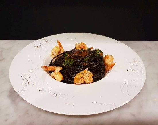 Kew, Australien: Squid Ink Spaghetti with Prawns