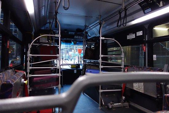 Newark Liberty Airport Express: バス内部 自分でバゲージ搬入