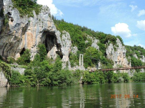 le pont et les falaises sur Lot (Bouzies)