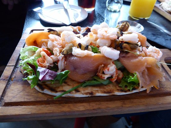 Willington, UK: Seafood Flatbread in The Broardwalk Bar
