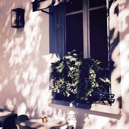 Hotel de la Porte Doree : Summer is here!