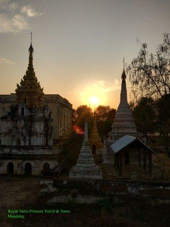 Монива, Мьянма: Sunset at Mau Ale Pagoda, Monywa