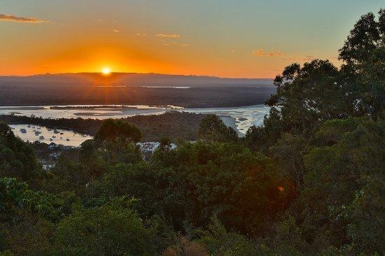 Νούσα, Αυστραλία: Late autumn sunset.