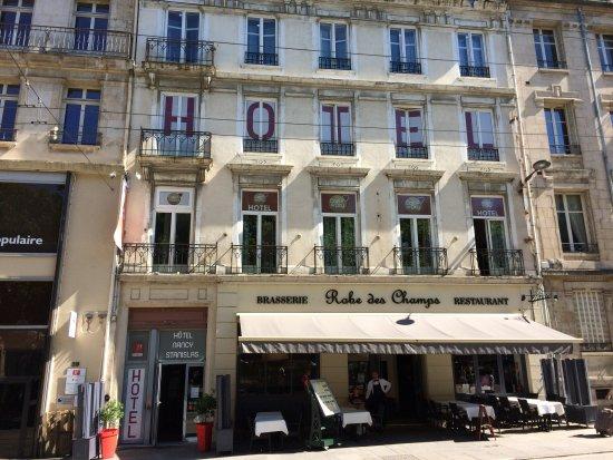 Cœur de City Hotel Nancy Stanislas by HappyCulture : Entrance to hotel on left