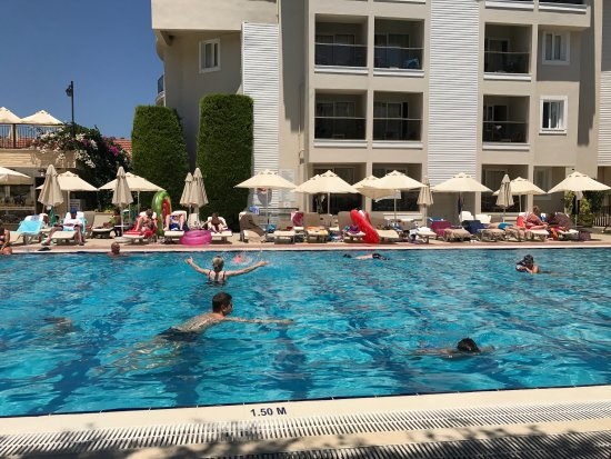 Julian Club Hotel: Havuz