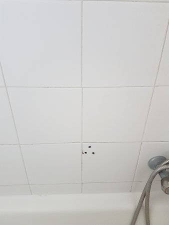 Matina Pefkos Aparthotel: Our bathroom tiles not clean and random holes