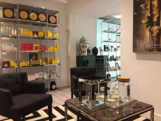 The Chi Spa: Customer reception area and beauty shop