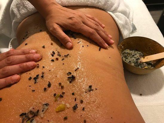 The Chi Spa: Radiance body scrub