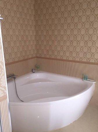 Villanueva del Trabuco, España: Bañera de la suite nupcial
