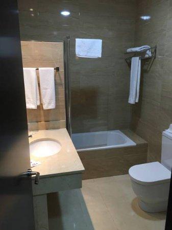 Villanueva del Trabuco, España: Baño estándar de las habitaciones. (Cada habitación tiene un baño)