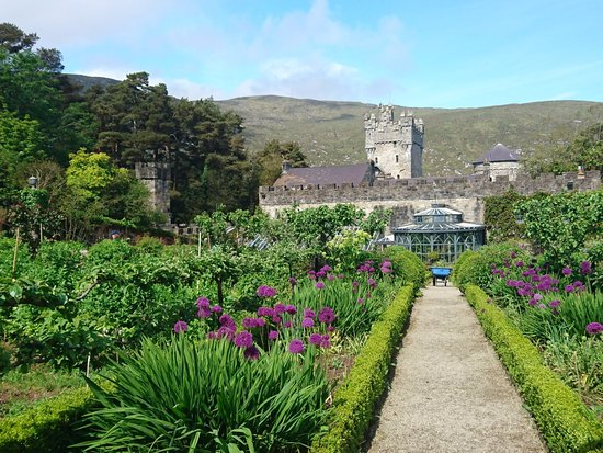 Letterkenny, Irland: In walled garden, looking at Castle