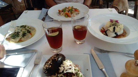 Banyalbufar, สเปน: Ensalada, raviolis, sándwich y pescado