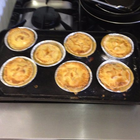 Cuckfield, UK: Freshly baked chicken pies