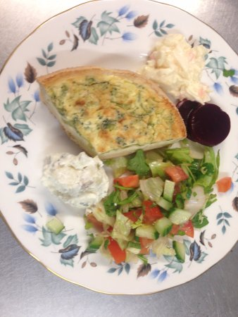 Cuckfield, UK: Quiche and salad