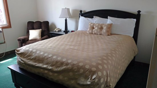Northfield, MN: One Queen Bed