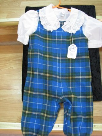 Antigonish, Canadá: Tartan clothes for babies, toddlers and adults