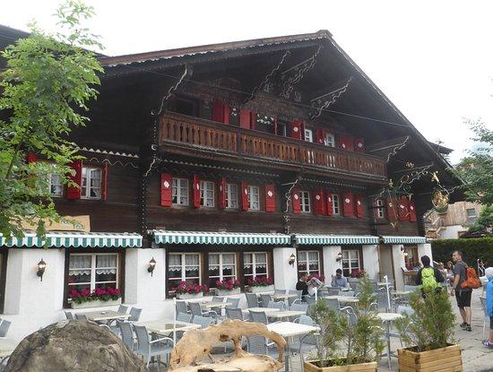 Les Diablerets, Swiss: Aussenansicht von Restaurant Auberge de la Poste