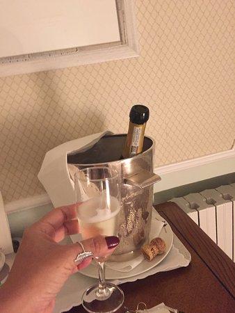 Grand Hotel Miramare: Nossa champagne geladíssima.