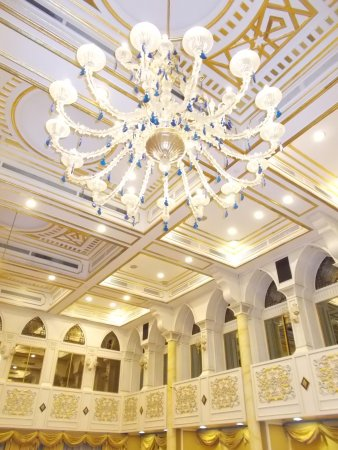 A beautiful chandelier on the ceiling of the Throne Hall\'s back room ...