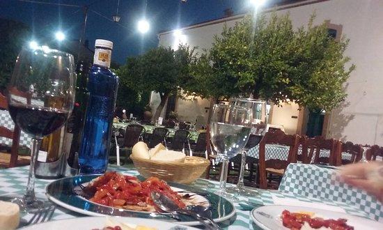 Madronera, İspanya: Cena en el jardín