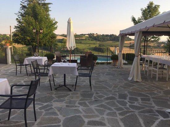 Costigliole d'Asti, Italy: Dehor per cene estive