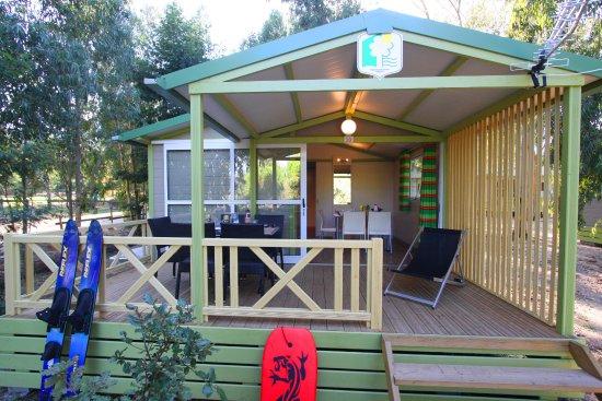 Camping bella vista calvi france voir les tarifs et for Location garage haute corse