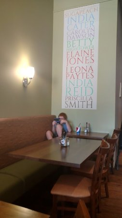 North Liberty, Айова: The wall graphics in the dining room-and one sulking child:-)