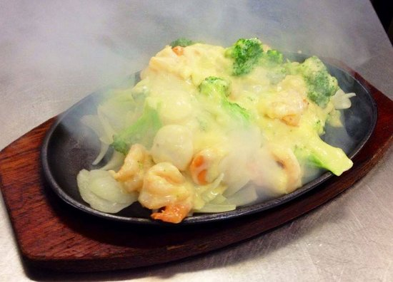 Hornsby, Australië: sizzling creamy butter garlic king prawns are one of their specialties.. and for good reason!!