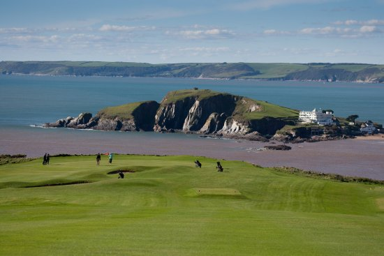 Thurlestone, UK: The fabulous 11th green with Burgh Island and the famous art deco style Burgh Island Hotel.