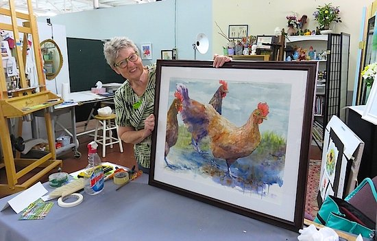 Salisbury, Carolina del Norte: Marietta F Smith shows off one of her fine watercolors.