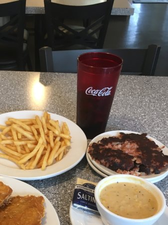 Mount Holly Springs, PA: Fish meal, soup was extra, soda extra and side extra $24+
