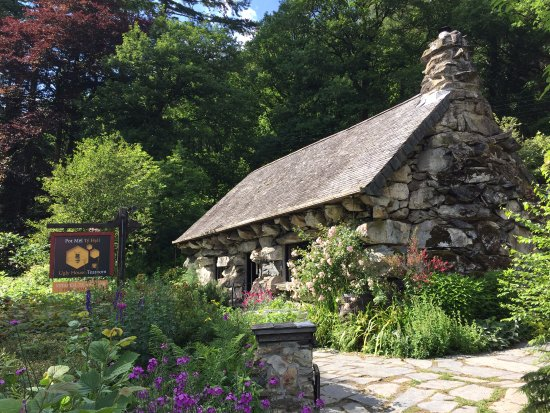 Capel Curig, UK: Lovely setting....