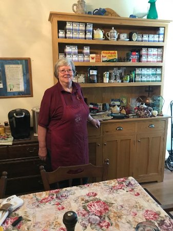 Shinnston, Batı Virjinya: Kathleen offers an extensive selection of teas & coffee