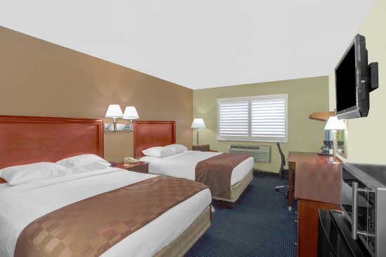 Blythe, CA: TWO QUEEN BEDS