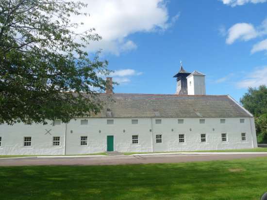Forres, UK: Dallas Dhu Distillery in the Sunshine