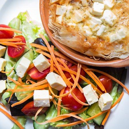 Robertson, Zuid-Afrika: Veggie option - butternut, caramelised onion and feta quiche