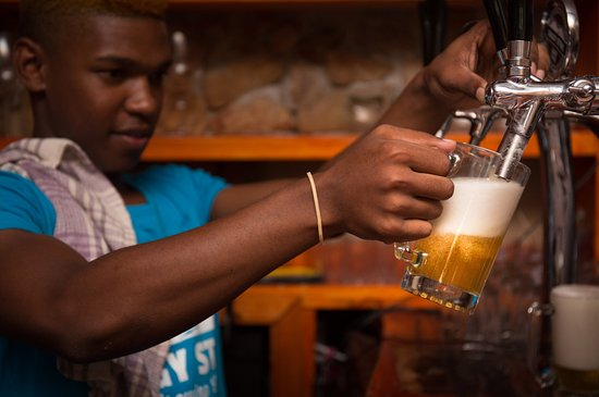 Robertson, Zuid-Afrika: What is a brewery without beer fresh from the tap?
