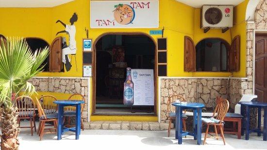 Tam Tam Bar: Coasy Terrace