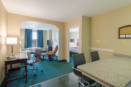 MainStay Suites Airport : One bedroom Suite with 2 Queen beds