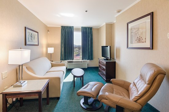 MainStay Suites Airport : living area of 1 bedroom suite