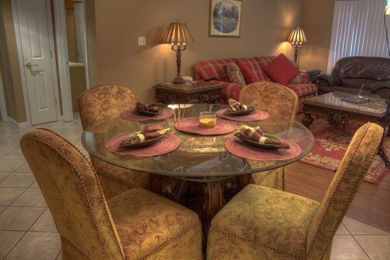Bear Crossing Condominiums: Dining Area 